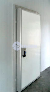 Двери холодильные распашные
